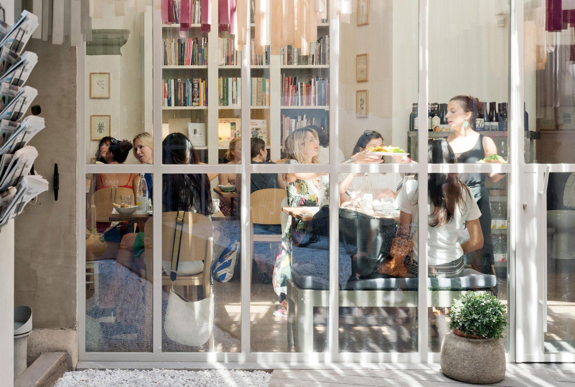 Libreria Brac, Firenze, Interni, bar, ritorante, libreria, progetto Deferrari Modesti